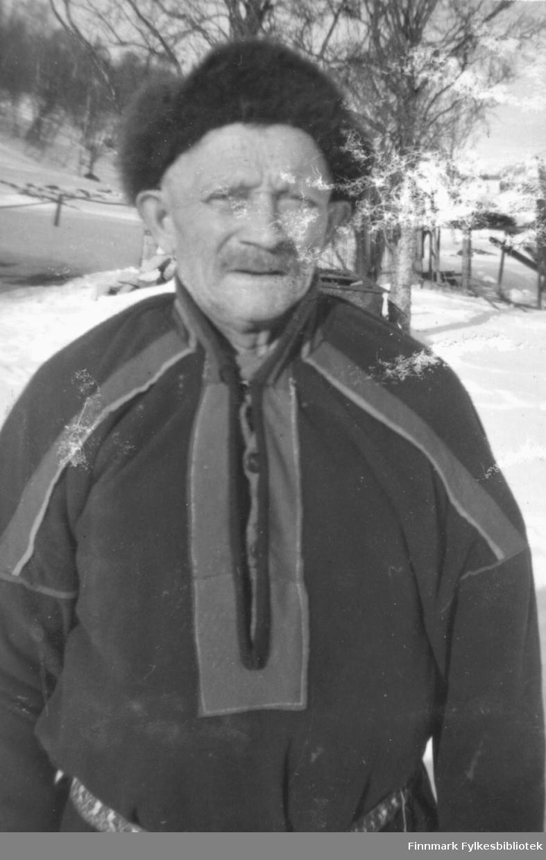 Portrett av ukjent mann i samekofte - påsken 1958