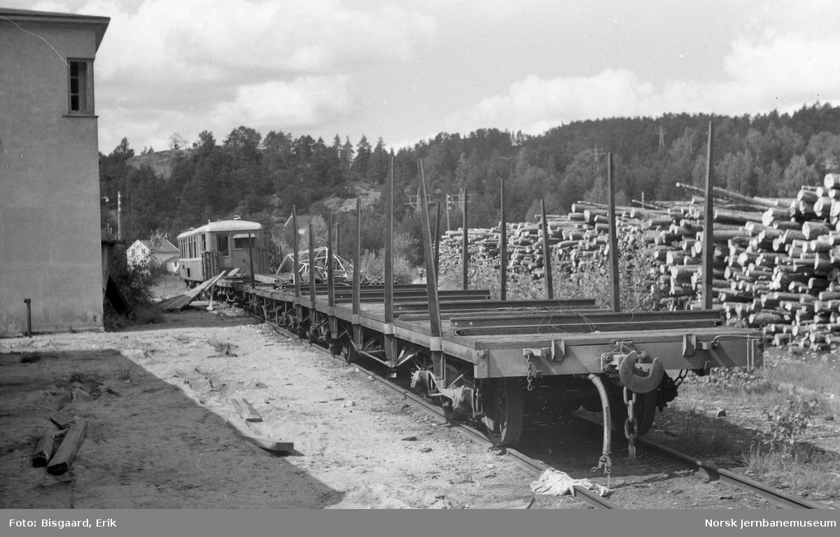 Diverse godsvogner på Grovane, litra To fremst