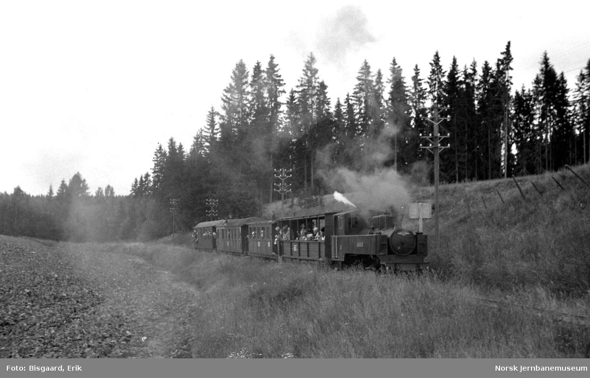 Damplokomotiv nr. 4 med tog - fotokjøring