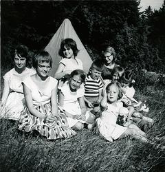 7/7 1959, mitt födelsedagskalas. Gäster vid mitt oranga part