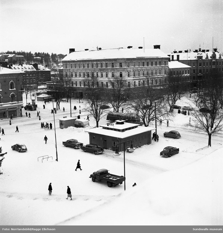 Vinterbilder över Stora torget fotograferat från taket på Stadshuset.