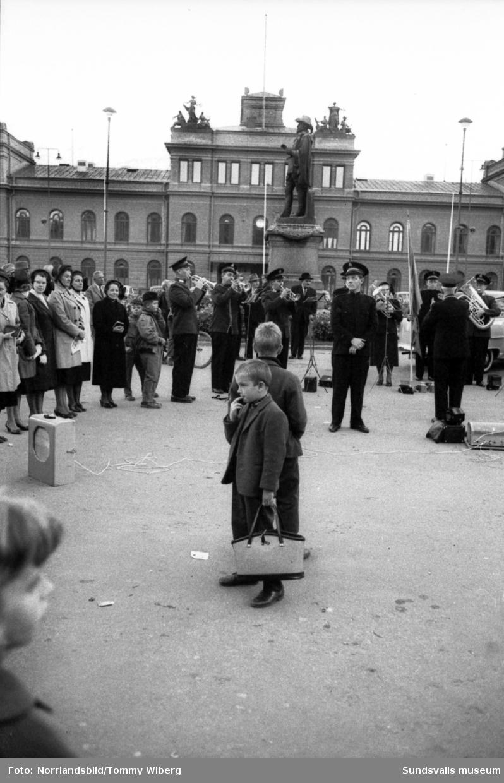 Frälsningsarméns 75-årsjubileum på Stora torget.