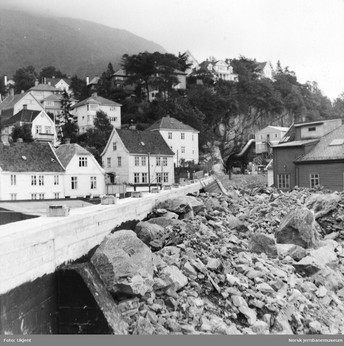 Anlegget av Ulriken tunnel - anleggsarbeider ved vestre innslag