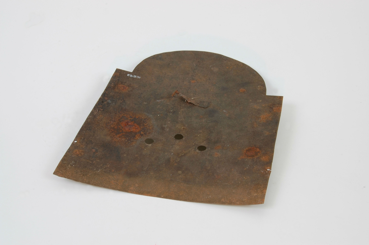 Form: 4-kantet med halvsirkelformet bue øverst