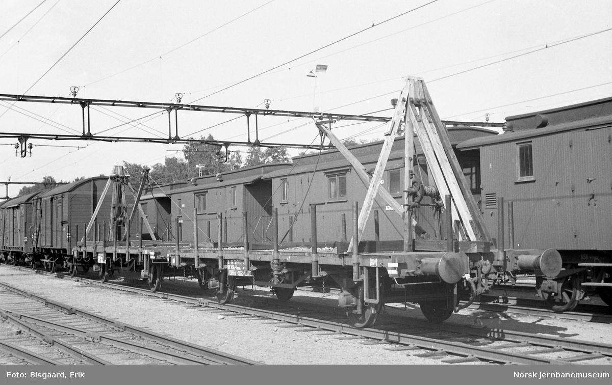 Plattformvogner, litra .Kbmp nr. 312 7026, med skinnekraner
