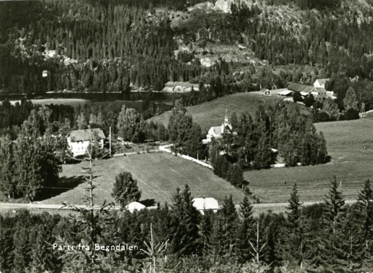 Oversiktsbilde over Begnadalen kirke og Tollefsrud hotell. Begnadalen i Sør-Aurdal, Valdres.