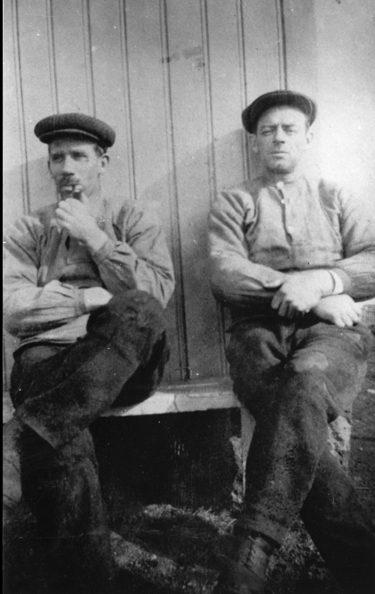 Andreas Hornås og Karl Heireth på Hornåseng stasjon.