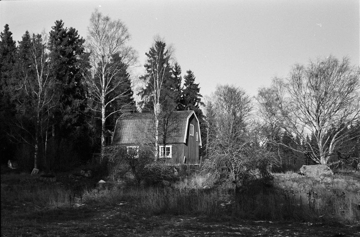Bostadshus, Ångelsta 3:4, Skogs-Tibble socken, Uppland 1985