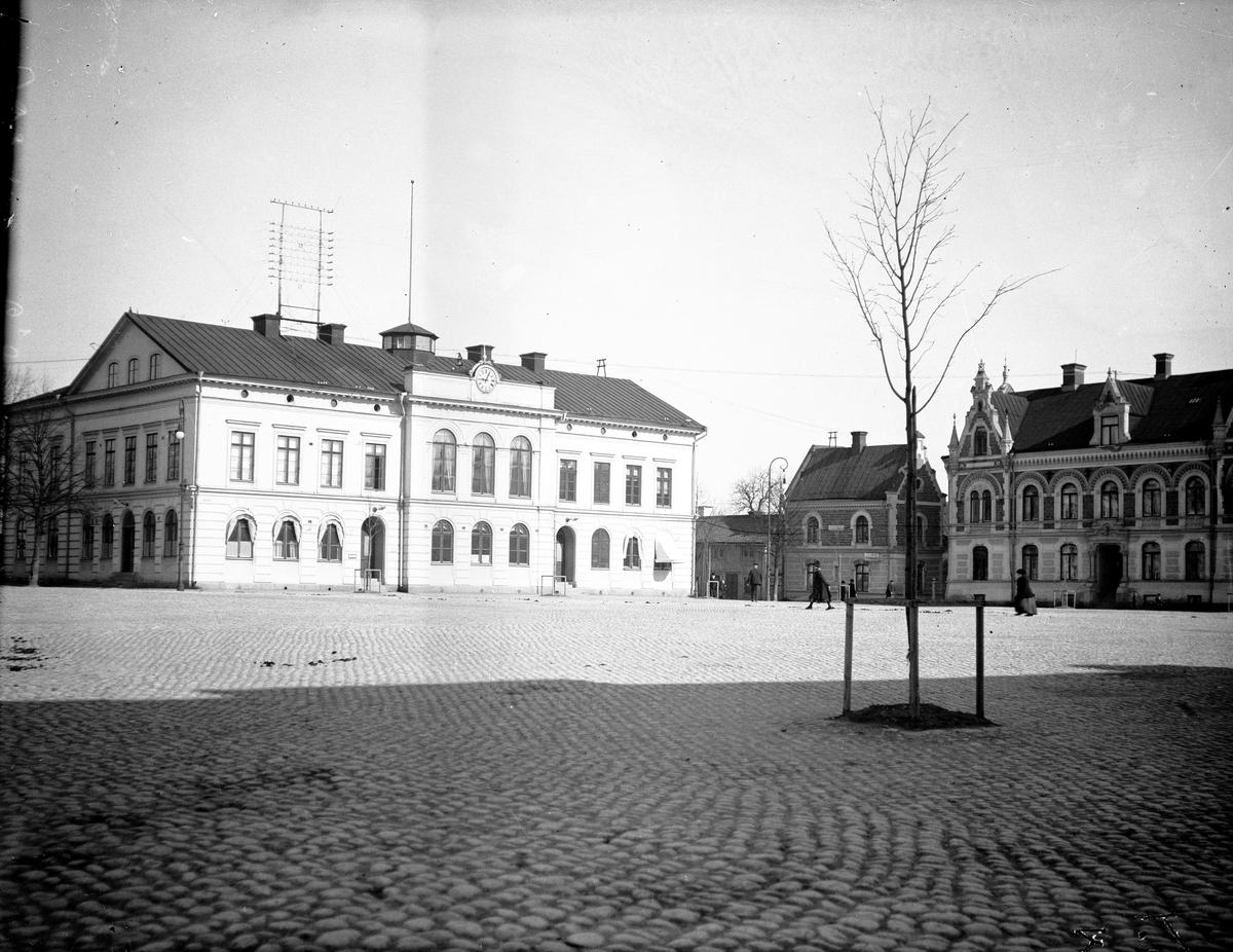 Stora Torget med rådhuset före ombyggnaden.  Fotograf: Ellert Johan Viktor Sörman.  Fotokopia finns.