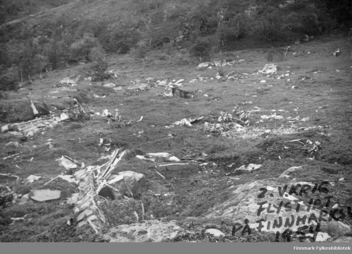 Vrakrester etter et sovjetisk fly som styrtet på Finnmarksvidda under andre verdenskrig. Bildet er fra 1952/53.