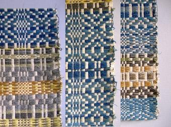 Två vävprover i lin och ull vävda i upphämta. Ytmönster i olikfärgade inslagspartier på vit tuskaftsbotten. Varp i halvblekt lingarn. Botteninslag i halvblekt lingarn. WLHF-431:1 Mönsterinslag i blått ullgarn och några inslag i orange. Längd 1097 mm, bredd 170 mm. Första bilden. WLHF-431:2 Mönsterinslag i olika nyanser blått och brunt ullgarn. Längd 1190 mm, bredd 490 mm. Andra bilden.  Den tredje bilden är ett montage och visar olika delar av provet (431:2) med del av bild två till höger.
