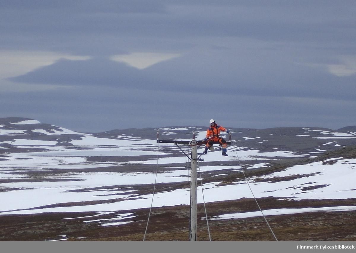 Harald Vara på toppen (22000 V) linjen mellom Smelror - Persfjord.