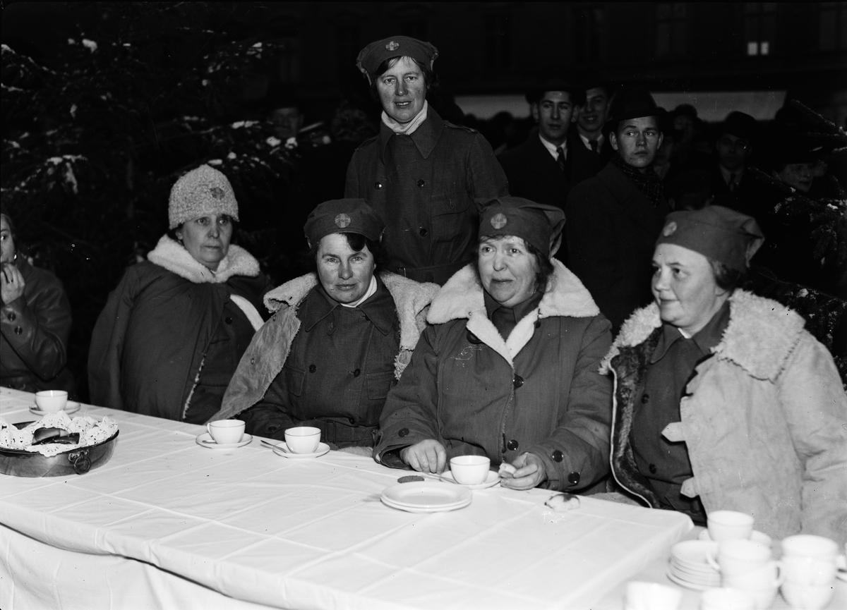 Lottor vid kaffebordet, sannolikt Uppsala, 1936