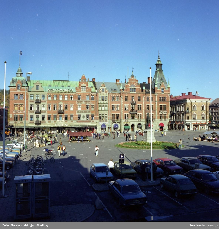 Exteriörbild av Forum-huset vid Stora torget.