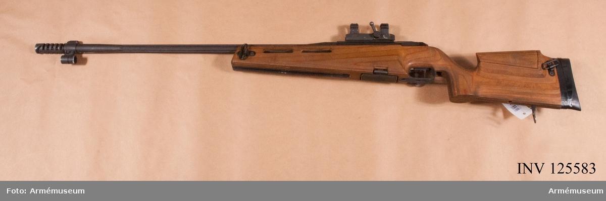 Magasinet infällt i vapnets träbeklädda framstock.