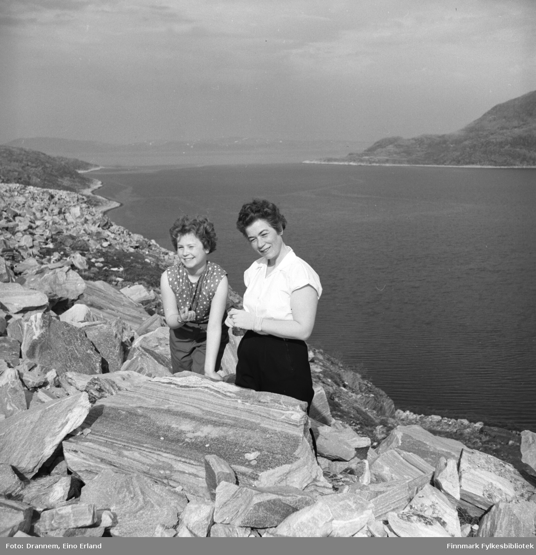 Turid Lillian og Jenny fotografert ved fjæra i Hammerfest