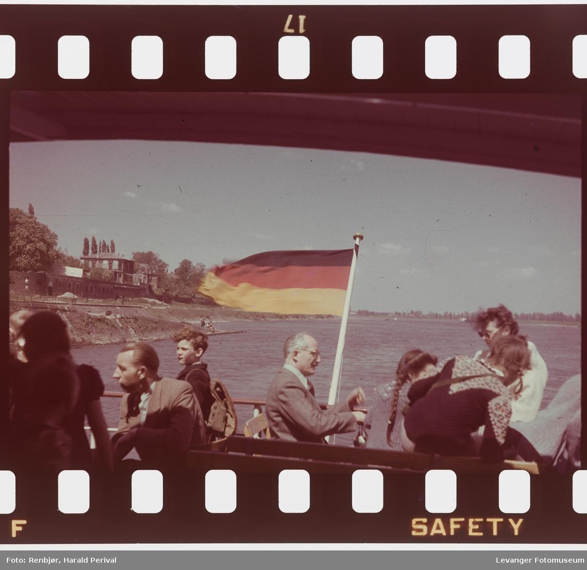 Fra Tyskland i forbindelse med deltakingen på den årlige Fotomessen i Køln. Fra båttur på Rhinen.