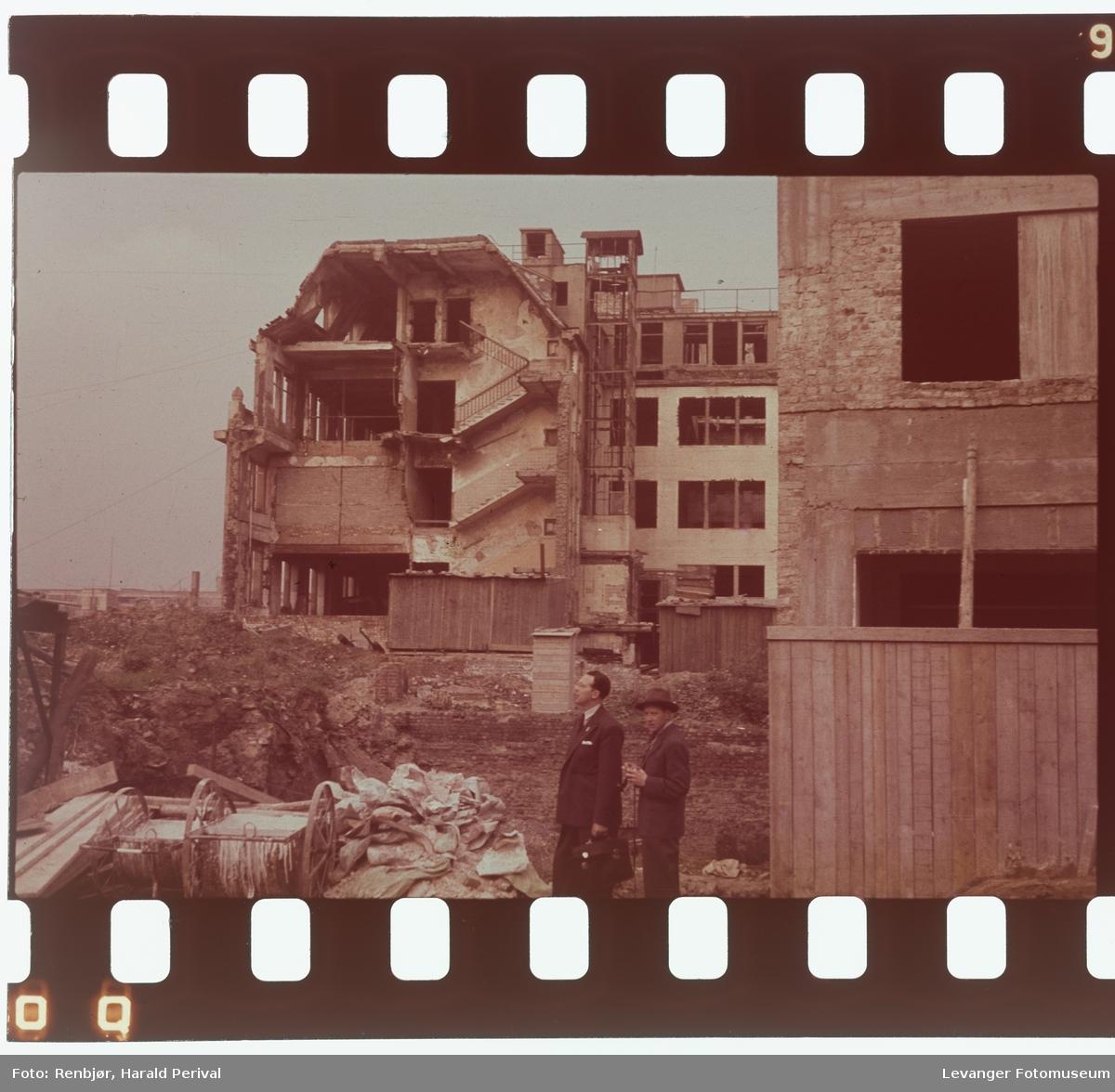Fra Tyskland i forbindelse med deltakingen på den årlige Fotomessen i Køln.. En by der ruinene fremdeles er fremtredende etter 2.verdenskrig
