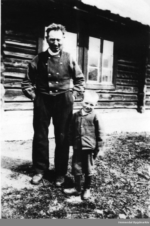 Trond Fekene med dottersonen Trond i 1929.