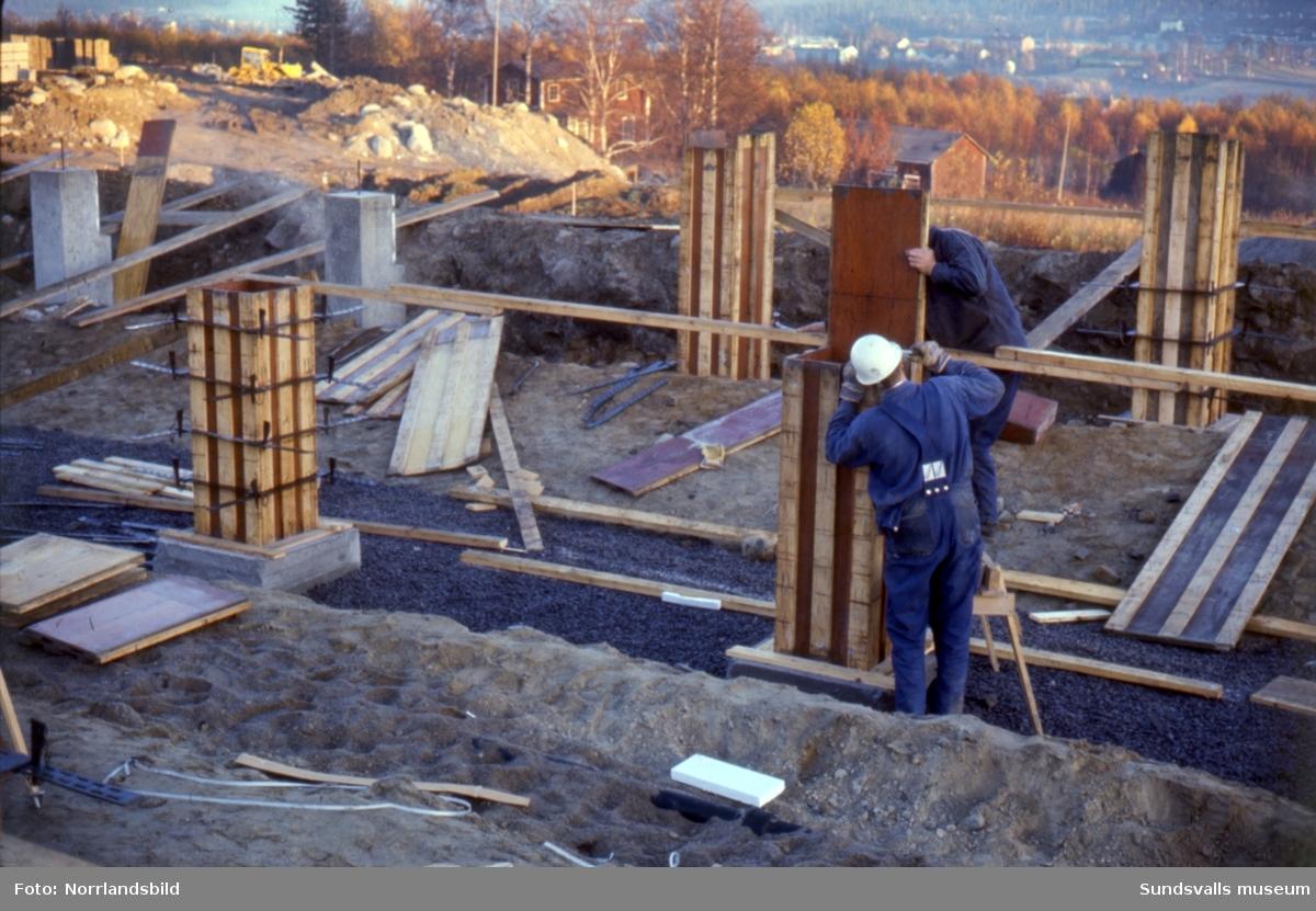 Bilder från bygget av bostadsområdet i Nacksta.