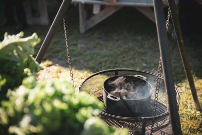 Suppe på bålpanne. Foto/Photo