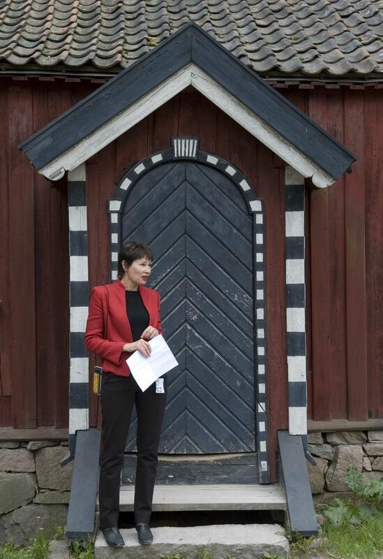 Inger foran Cappelenstua (Foto/Photo)