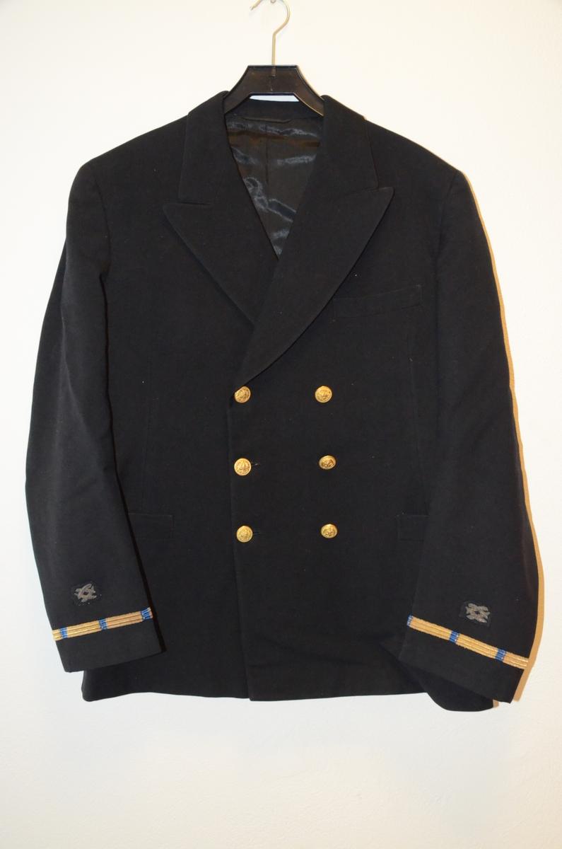 Marineuniform fran den amerikanske marinen, bestående av jakke, bukse, en uniformslue med skygge og en båtlue.