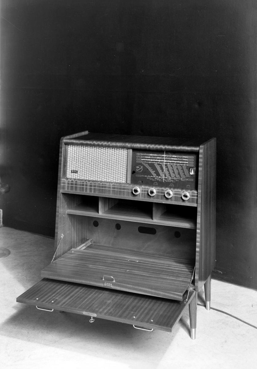 Radiokabinett fra Edda Radiofabrikk