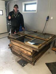 Sten Hauer er klar for å gå i gang med restaurering av vinduene! Foto: Privat. (Foto/Photo)