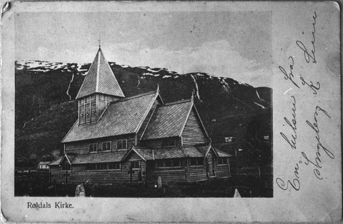 Postkort med bilete av Røldal stavkyrkje etter restaureringa, ca. 1920.