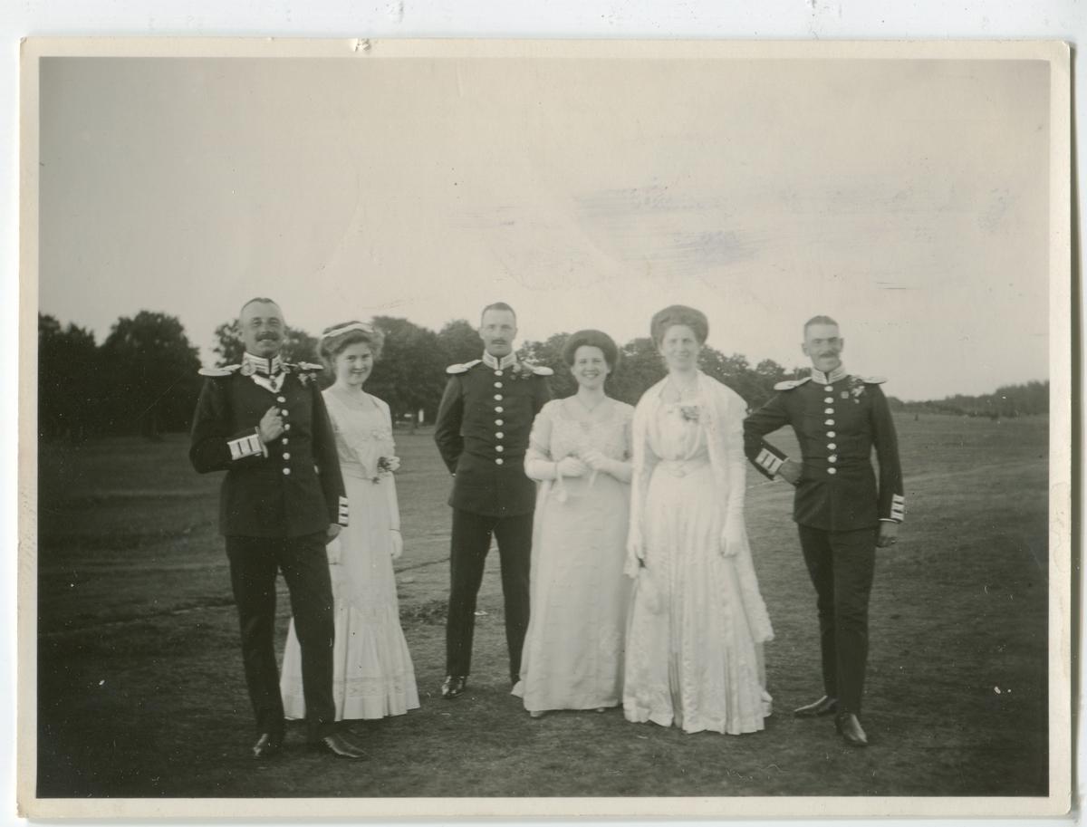"""På Malmen 1921.Tre """"officerspar""""(se bild 2)"""