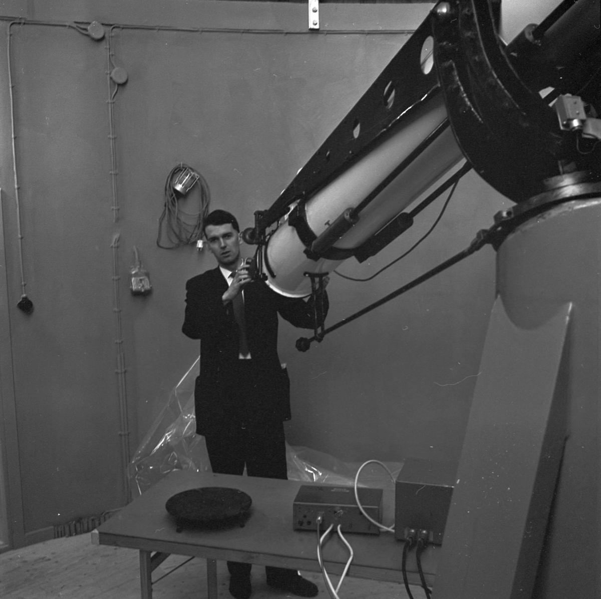 Geodetisk rymdforskning via månen och satelliter, Uppsala 1963