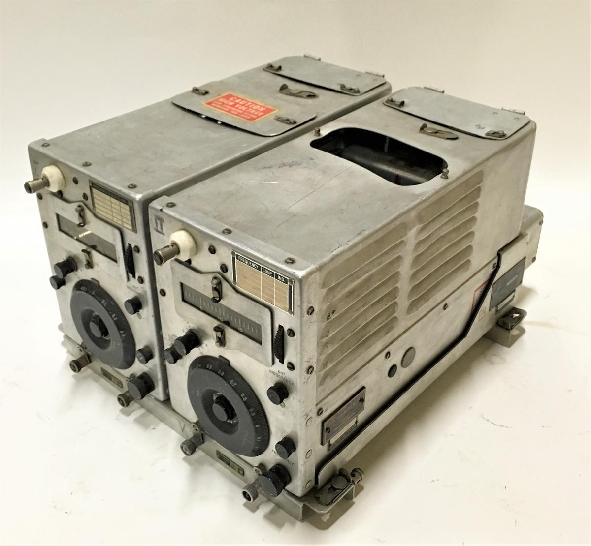 Radiosändare, Signal Corps Radio Transmitter BC-457-A och BC-458-A. Monterade i Signal Corps Rack FT-226-A. Ingår i system SCR-274. 1940-tal. Kommer sannolikt från Tp 79.