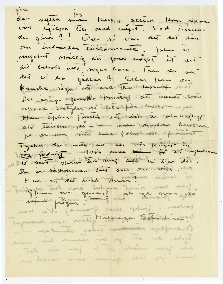 """Brev 1914-08-03 från Ester Bauer till Carin Cervin-Ellqvist, bestående av två sidor skrivna på fram- och baksidan av ett vikt pappersark, samt kuvert. Huvudsaklig skrift handskriven med svart bläck. . BREVAVSKRIFT: . [Kuvert baksida] [Poststämpel: STOCKHOLM TUR 2 5 8 14] . [Kuvert framsida] [rött frimärke samt poststämpel: GR ---NA 4 8 14] Fru Karin Cervin-Ellqvist Helsingegatan 18 Stockholm . [Sida 1] Björkudden 3. 8 1914 Kära Karin! Tack för brevk. Du måtte haft det härligt vid havet. Vi voro vid Alvastra några dagar och hälsade på hos Ellen Key. där var gudomligt vackert som vanligt men ohyggligt hett. Vi disponerade E.Ks båt och badade hela tiden (man fick brännblåsor om man gick på klipporna.) resan hit var nog vacker men ohyggligt dyr, min [överskrivet:g] biljett kostade 20 kr. Annars 12 kr. och lårarna - 25 kr. - de du, och så därtill maten för oss båda. John har sörjt mycket över det obefint- liga pianot. (här finnes inget att få varken i Jönkp. eller Grenna) Nu har han skaffat sej en gitarr som surrogat. Bedröfliga [överstruket: stunder] tider stundar - tycker du att jag bör stanna här nere om John måste ut? John vill det men jag vill gärna vara med och  . [Sida 2] göra den nytta [överstruket: man] [in skrivet: jag] kan, alltid kan man väl hjälpa till med något. Vad ämnar du göra?! Och så var det det där om inbördes tästamente. John är mycket ovillig att göra något åt det """"det behöfs inte"""", säger han. Tror du att det vi ha gäller? Eller kan du kanske säga ett ord till honom. Det är ju ganska konstigt att mitt väl och ve betyder så lite för honom. Han tycker förstås att det är obehagligt att tänka på - men andra brukar ju se om sitt hus först och främst. Tycker du inte att det här kriget är [understruket: för jädrigt]. Här nere [överstrukna bokstäver] få vi nyheterna så sent, skriv till mej hur ni har det. Du är välkommen hit om du vill. Hur är det med mor? Skriv nu [understruket: snart] och ge svar på mina frågor. Hälsningar Ester-Lisa."""