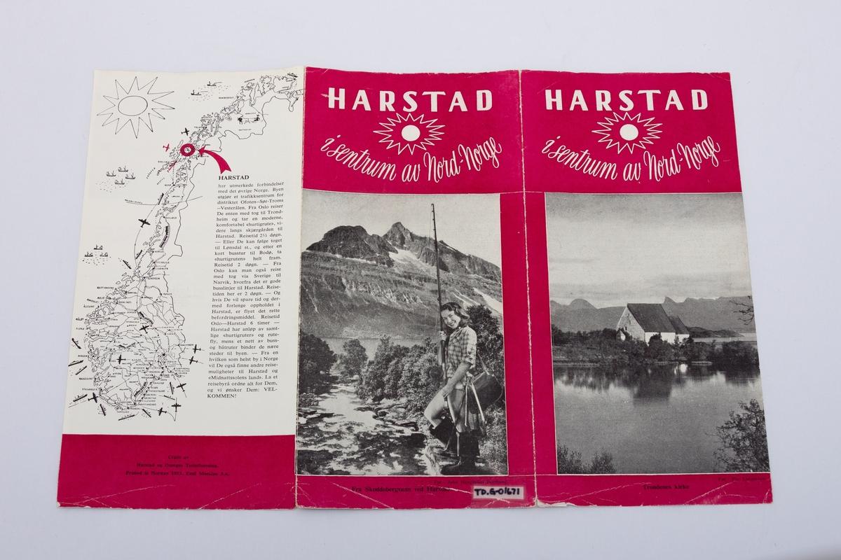Turistbrosjyre  om Harstad med to falser med beskrivelser og sorthvitt foto fra Harstad og omegn