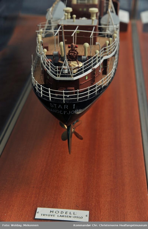Skipsmodell i glassmonter Hvalbåt STAR I