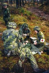 Militär i sjukvårdsmoment med simulator utrustning. Ing 2.