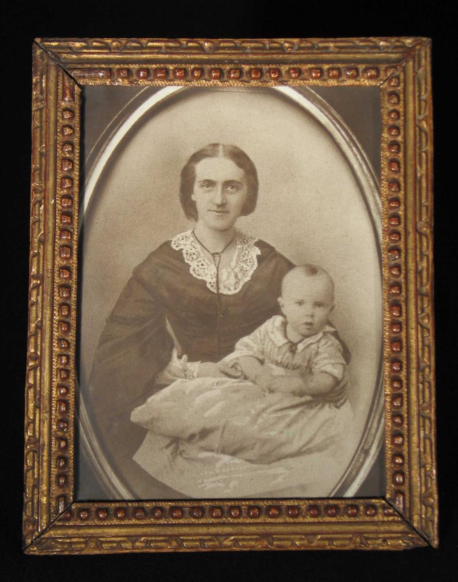 KB, trolig med sin førstefødte.