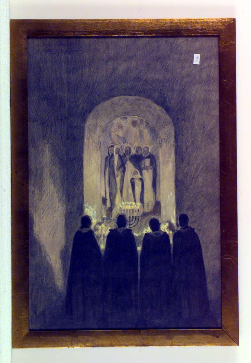 Motiv fra en kirke. Fire munker foran en syvarmet lysestake og et alterbilde.