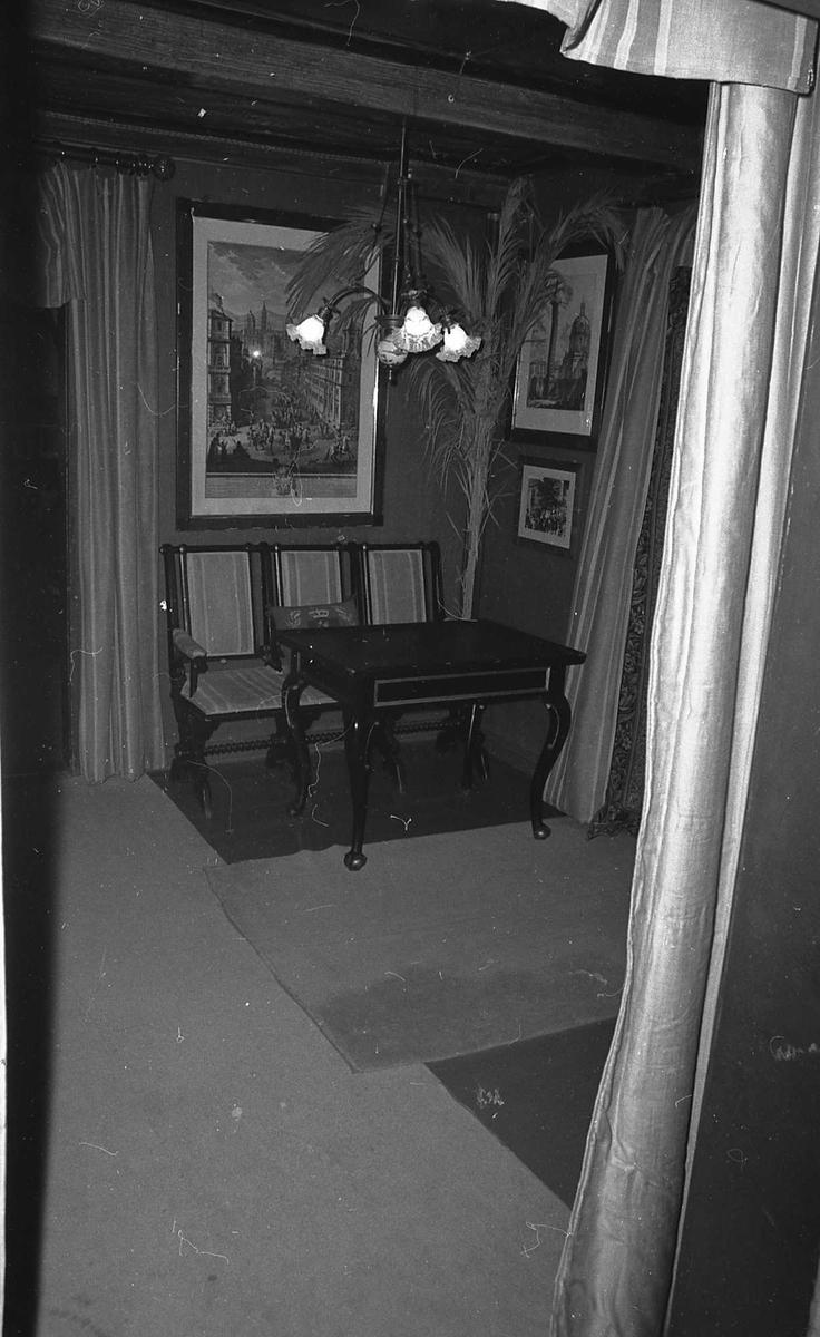 DOK:1972-1975, Aulestad, interiør, nedre gang, bord, stol, lampe,