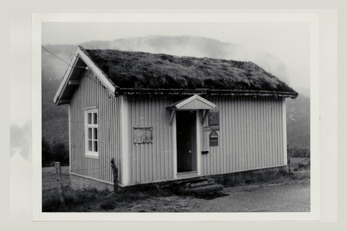 eksteriør, underpostkontor, 4694 Bykle, postskilt, innstikkpostkasse