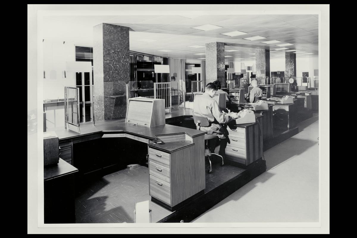 interiør, postkontor, 2300 Hamar, ekspedisjon, ekspeditør, regnemaskin