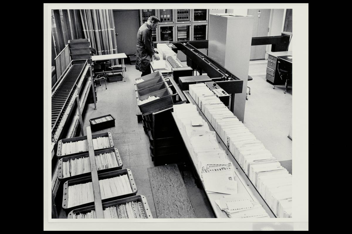 interiør, brevavdelingen, sorteringsanlegget, åpning, mann