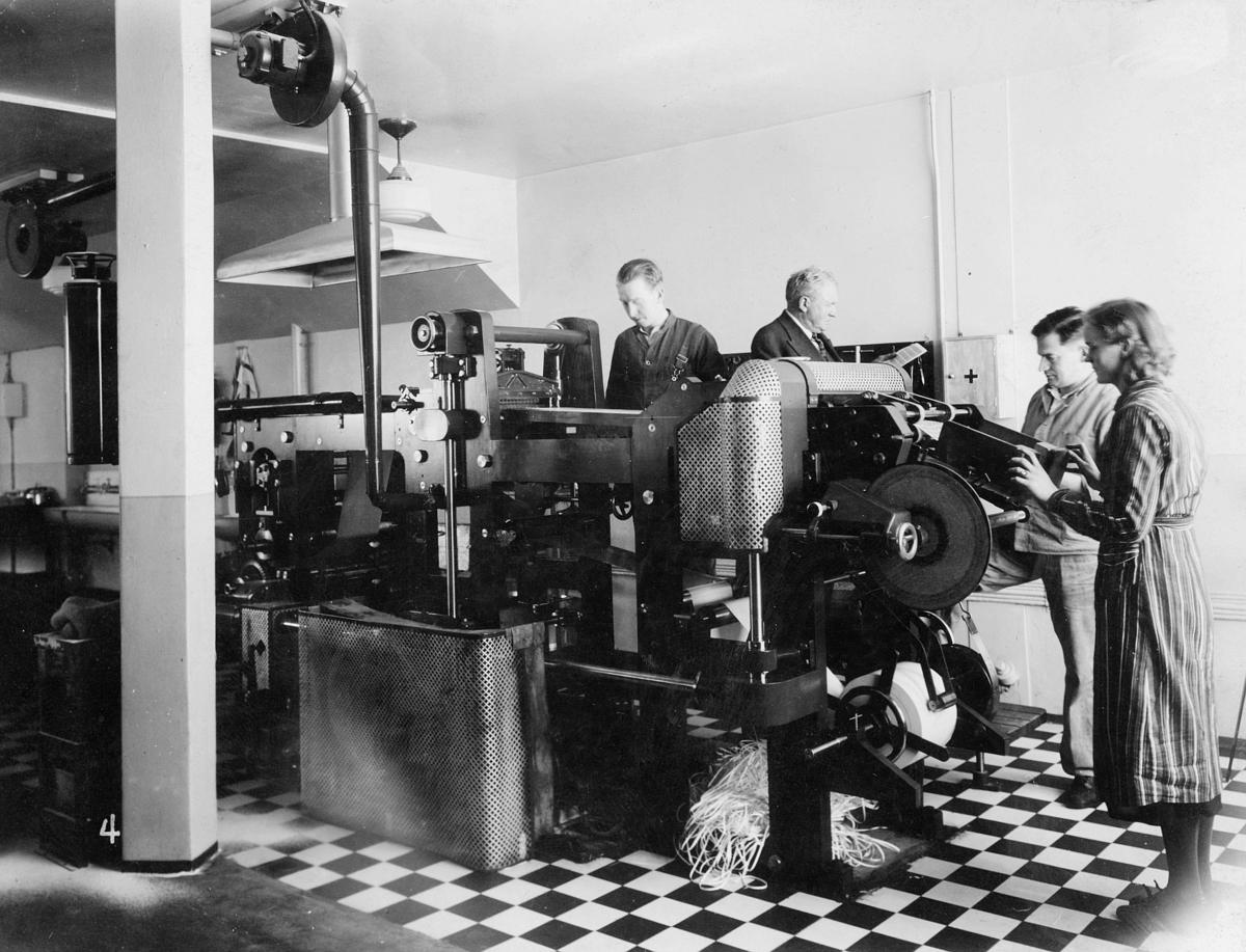 Frimerketrykning, Emil Moestue A/S, trykkerimaskin for frimerker, 1943