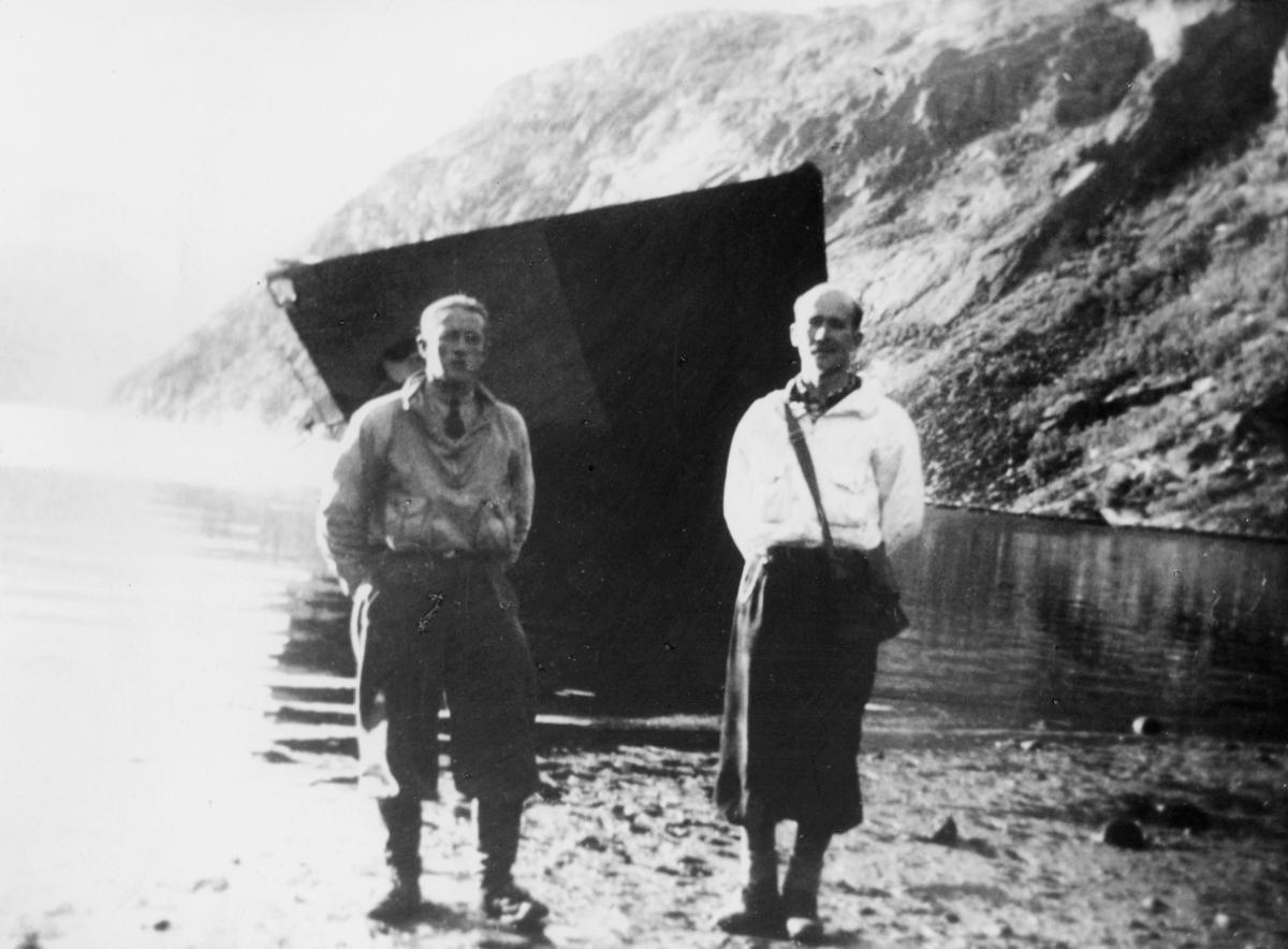 transport båt, tysk krigsskip, eksteriør, vrak, Rombakfjorden ved Narvik, 2 menn