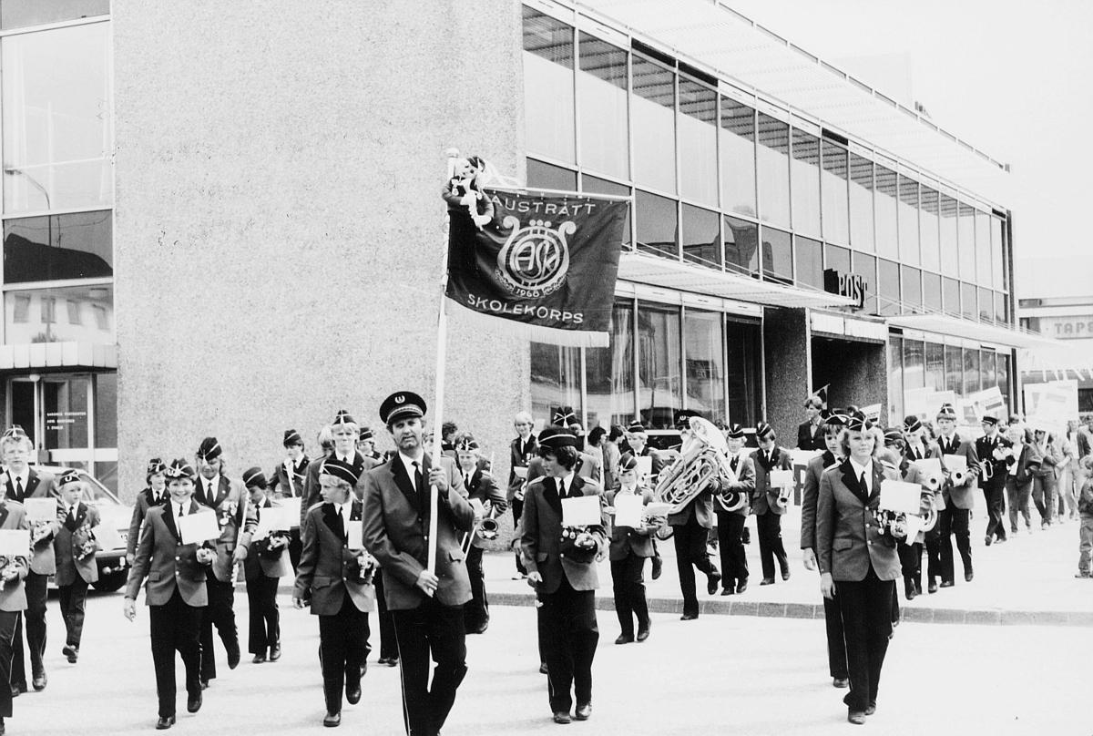 """kampanje, """"Sommer på posten"""", 4300 Sandnes, opptog i gaten, skolekorps"""