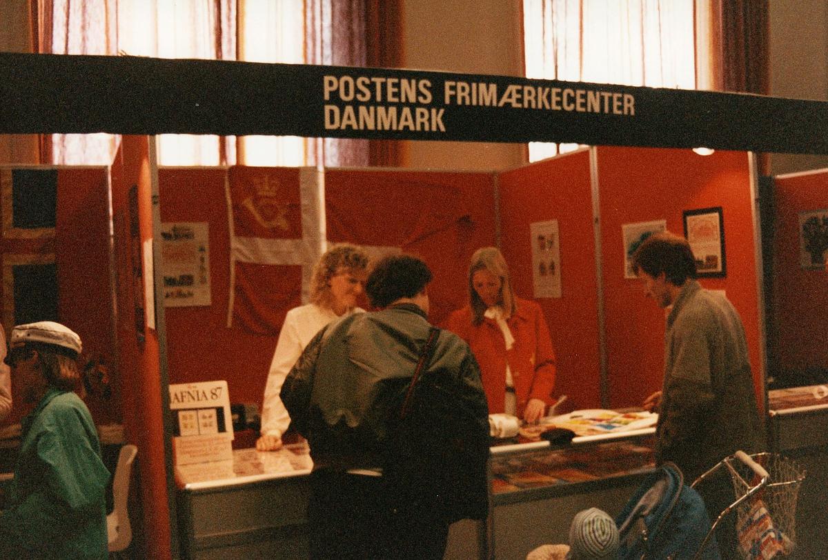 frimerkets dag, Oslo Rådhus, stands for Postens Frimærkecenter Danmark, ekspeditører, kunder