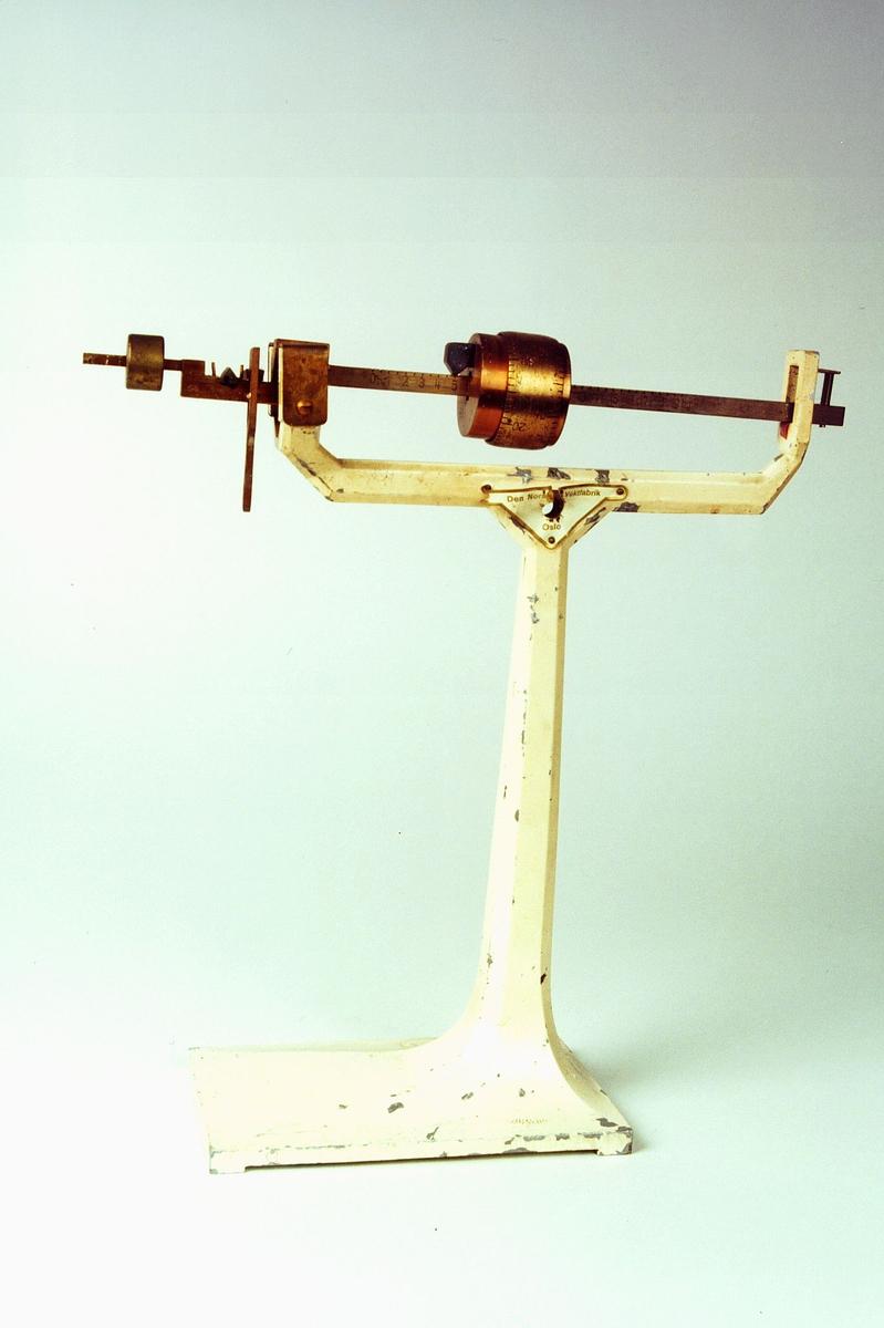 Postmuseet, gjenstander, vekt, postvekt, bismervekt, uten skål.