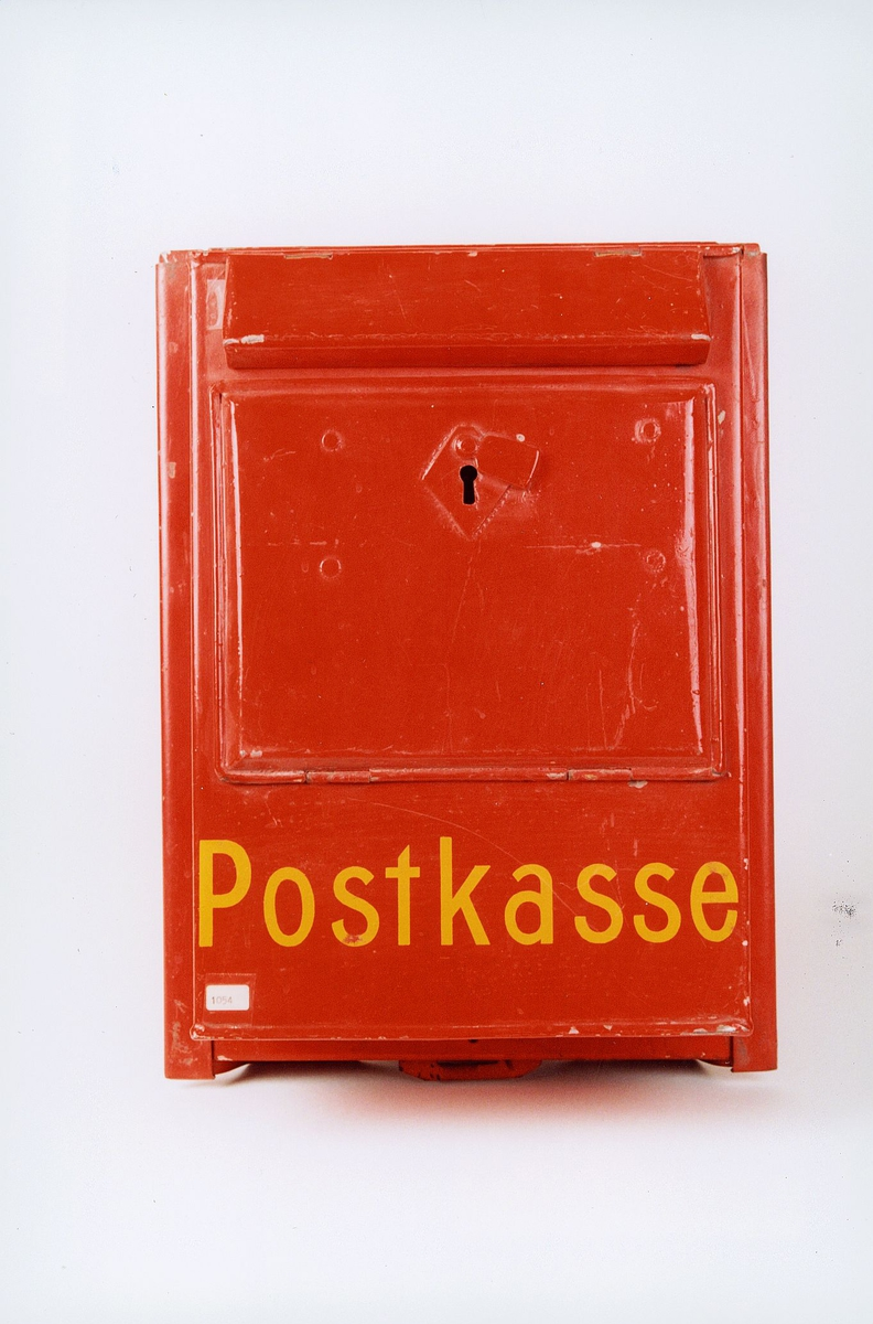 Postmuseet, gjenstander, postkasse, brevkasse, bilpostkasse, Postkasse malt på.