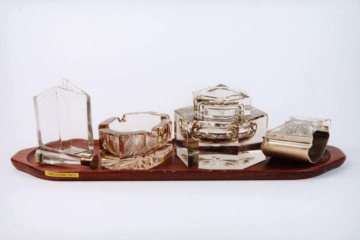 postmuseet, gjenstander, skrivehjelpemiddel, skrivesett med signet, askebeger, blekkhus, løsjer, vase og brett